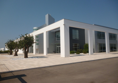 Agenzia immobiliare international for Piani di progettazione moderni capannone